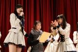2015年3月11日 宮城県石巻市を訪問したAKB48(写真左は指原莉乃)(C)AKS