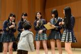 福島県南相馬市を訪れた松井珠理奈ら 子どもたちとの交流も (C)AKS