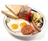 イギリス定番の朝食メニュー『Mr.Strongのイングリッシュブレックファースト』(マグカップ付き1780円・税抜)