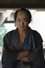 大河ドラマ『花燃ゆ』で後に初代総理大臣となる伊藤利助(博文)役を演じる劇団ひとり(C)NHK