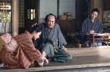 第10回「躍動!松下村塾」より。このころ、まだ足軽にすぎなかった利助は噂を聞きつけて寅次郎のもとを訪れ、塾生となる(C)NHK