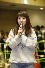 地元・大阪での握手会で写真集発売を発表したNMB48の山田菜々