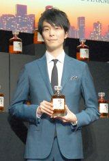 サントリーウイスキー「響」ブランドの新商品『響 JAPANESE HARMONY』をアピール
