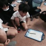 大阪府の小学校で笑育を実施したときの様子 (C)松竹芸能