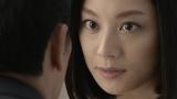 女性社員役として登場する小池栄子=「キリンチューハイ ビターズ クワトロ」新TVCM
