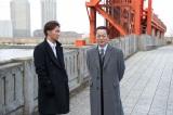 事件捜査する右京(右)と享(左)(C)テレビ朝日