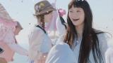 田舎町のパレードにすれ違う宮崎あおい ロート製薬『SUGAO』新CM