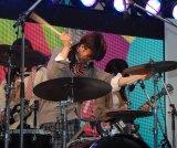 """バンド演奏を披露した""""五五七二三二〇""""こと私立恵比寿中学(C)ORICON NewS inc."""