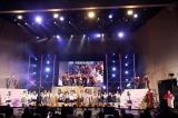 沖縄バージョンの「恋するフォーチュンクッキー」を披露したHKT48(C)AKS