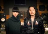 斎藤工主演ドラマ主題歌に起用されたシシド・カフカ(左)の新曲を斉藤和義がプロデュース
