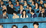 映画『風に立つライオン』を鑑賞された(中央列左から)大沢たかお、秋篠宮妃殿下、佳子内親王殿下、さだまさし、三池崇史監督