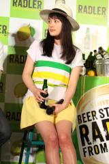 美脚を披露した筧美和子