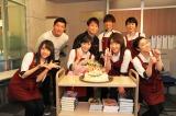 渡辺麻友、21歳の誕生日をドラマ共演者がお祝い。関西テレビ・フジテレビ系の主演ドラマ『戦う!書店ガール』(C)関西テレビ