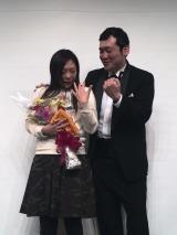 椿鬼奴(左)とグランジ佐藤大(右)が婚約 「なら婚」(C)日本テレビ