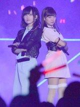 「AKB48春の単独コンサート〜ジキソー未だ修行中!〜」でパフォーマンスを披露した(左から)山本彩、渡辺美優紀 (C)ORICON NewS inc.