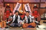 3月27日放送、テレビ朝日系『仕返さナイト』1時間スペシャル。赤穂浪士の装束を身に着けた(左から)バカリズム、山崎弘也(C)テレビ朝日