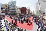 最終日の那覇国際通りレッドカーペットは大勢の観客であふれかえった