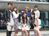 4月1日発売の新曲のPRイベントを横浜アリーナで行った℃-ute。(前列左から)鈴木愛理、矢島舞美、(後列左から)萩原舞、岡井千聖、中島早貴。左端は応援にかけつけた湘南乃風・SHOCK EYE。
