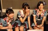 HKT48「12秒」は宮脇咲良(中央)と兒玉遥(右)がWセンターを務める(左は松岡菜摘)(C)AKS
