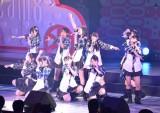 結成1周年公演で新曲を披露したAKBチーム8選抜メンバー (C)ORICON NewS inc.
