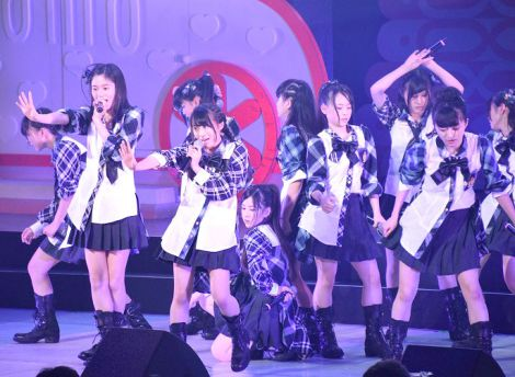 「汚れている真実」を初披露したチーム8選抜メンバー (C)ORICON NewS inc.