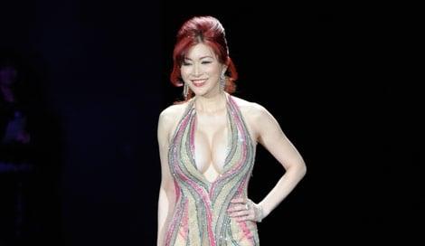 サムネイル 初開催された大人女性向けビューティーイベント『東京ミュゼ』にスペシャルゲストとして登場した叶美香(写真:鈴木かずなり)
