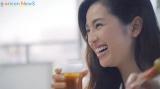 女子会で華やかな笑顔と美しい飲みっぷりを披露した中村アン
