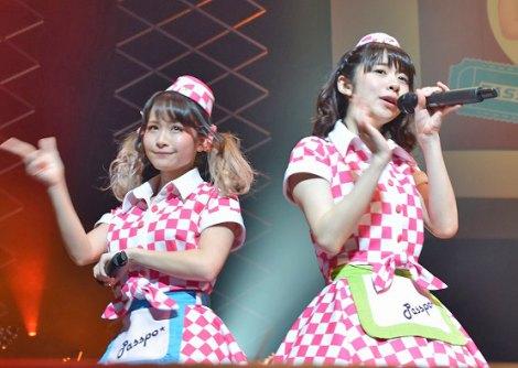 (左)増井みおと槙田紗子=『PASSPO☆ ワンマンフライトツアー2015 〜More Attention〜』  (C)ORICON NewS inc.