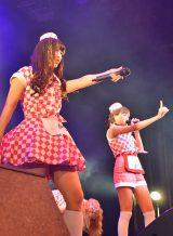 (左)キャプテン・根岸愛と安斉奈緒美=『PASSPO☆ ワンマンフライトツアー2015 〜More Attention〜』  (C)ORICON NewS inc.