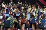 (左から)舞台『マジすか学園』の主演が決まった松井玲奈(SKE48)&横山由依(AKB48)と高橋みなみ(AKB48) (C)AKS