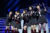 「初日」を歌唱した(左から)多田愛佳(HKT48)、渡辺麻友、多田愛佳、佐伯美香(バイトAKB)、柏木由紀、田名部生来
