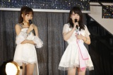 AKB48春の人事異動で涙ながらに卒業発表する川栄李奈(右) (C)AKS