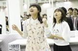 舞台『マジすか学園』のオーディションに合格し喜ぶ(左から)大和田南那、大島涼花(C)AKS