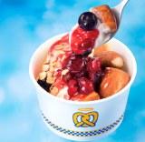 温かいプレッツェルと冷たいアイスのおいしいコラボ!『プレッツェル アイス ミックスベリー』