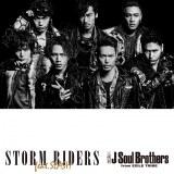 スラッシュとコラボレーションした新曲「STORM RIDERS feat.SLASH」(22日発売)CD+DVD盤