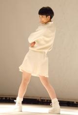 全身白の衣装でパフォーマンス=1stアルバム『剛力彩芽』発売記念イベント (C)ORICON NewS inc.