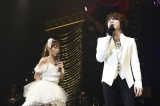 T.M.Revolutionの西川貴教がゲストとして登場 強風に吹かれながら「HOT LIMIT」を熱唱した