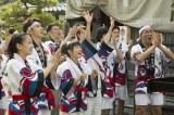 連続テレビ小説『まれ』第2週#12より。エキストラも多数参加した「輪島大祭」のシーン(C)NHK