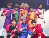 超特急とゲスト出演したKABA.ちゃん(後列中央) PHOTO: 米山三郎(SignaL)