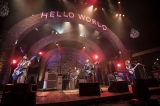 ワールドツアー『HELLO WORLD』の東京公演を開催したSCANDAL