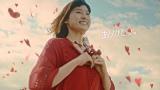 元気よく坂を駆け下りる土屋太鳳 ロッテガーナミルクチョコレート「母の日2015」篇