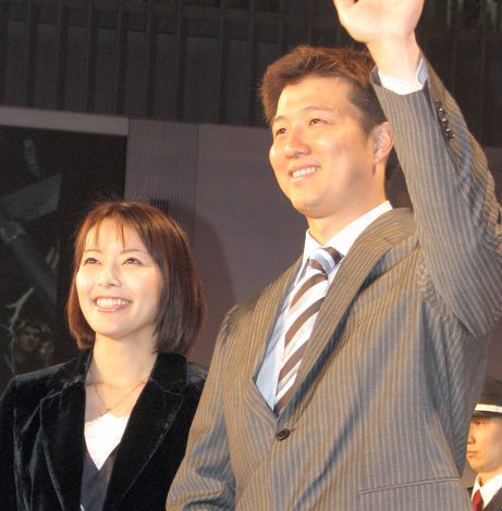 サムネイル 第4子となる三男が誕生した(左から)栗原由佳・岡島秀樹夫妻 (C)ORICON NewS inc.