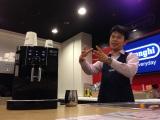バリスタの阿部氏。エスプレッソの魅力、デロンギ・ジャパンの商品の特徴を語る