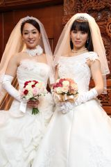 東京・BATUR TOKYOで挙式した一ノ瀬文香(左)と杉森茜