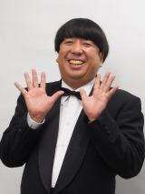 山崎夕貴アナに笑顔でお詫びをした日村勇紀 (C)ORICON NewS inc.