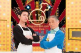 """佐藤健(左)、堺正章の新旧""""料理番""""がオムライスで対決 (C)TBS"""