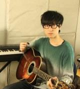 音楽プロデューサー、ミュージシャンとして活躍中のKOBASOLO(コバソロ)