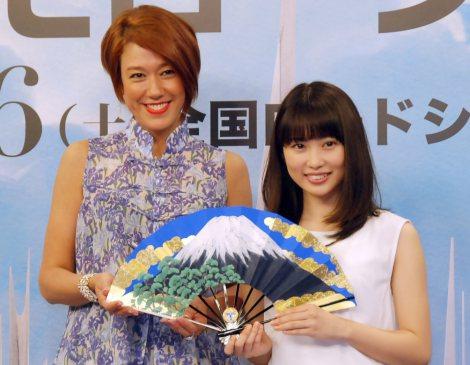 映画『トゥモローランド』公開アフレコイベントに出席した(左から)LiLiCo、志田未来 (C)ORICON NewS inc.