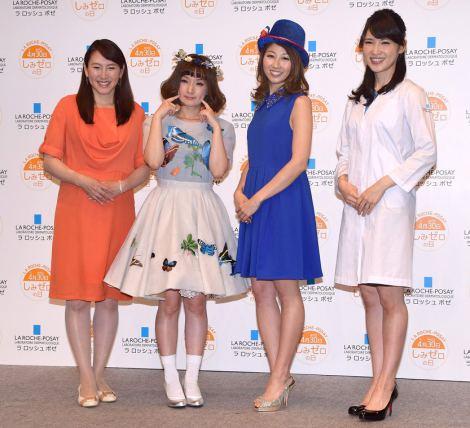 『ラ ロッシュ ポゼ しみゼロの日記念 Suhada Beauty Award 2015』の授賞式に出席した(左から)杉山愛、千秋、吉田ちか、友利新 (C)ORICON NewS inc.