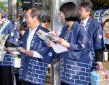 笑顔でファンとふれあった(左から)志賀廣太郎、三根梓(C)ORICON NewS inc.